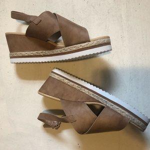 NWOT Diba Platform Wedge Sandal